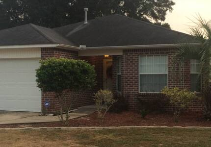 Handicap Family Home Close to Five Flags Speedway! - Pensacola - House