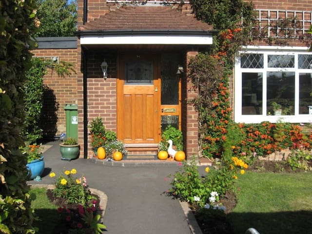 June's B&B 'Home from Home' in Watford, Herts