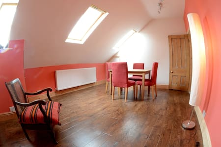 3rd bedroom option ONLY when u book other 2 rooms - Buxton - Loft
