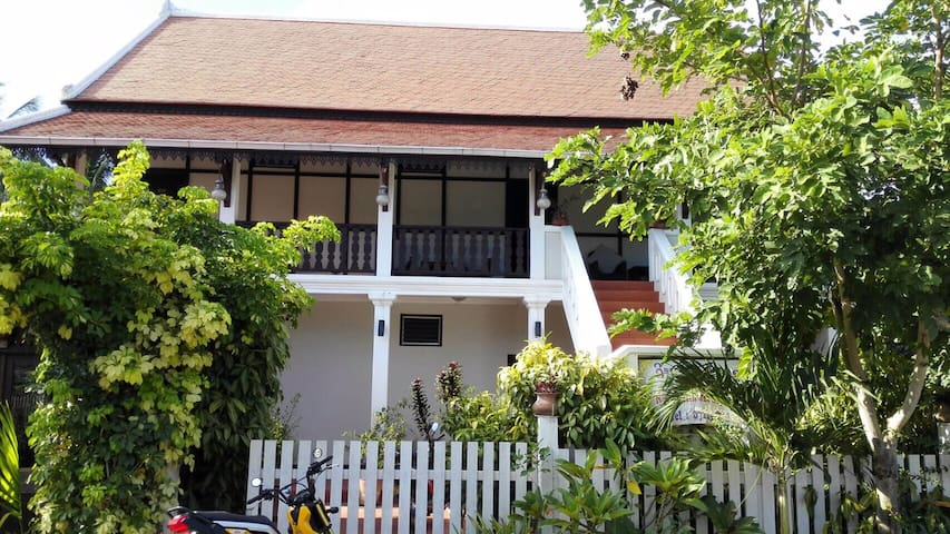 Spacious room in a tranquil house by the river - Luang Prabang - Apartemen