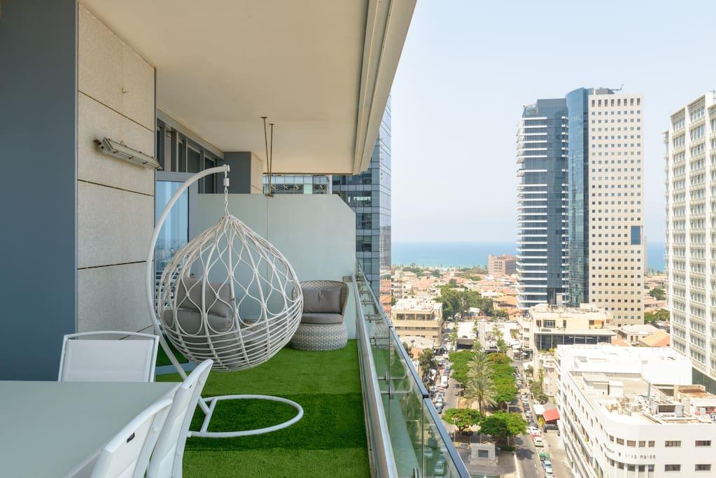 Full view of balcony, Rotschild Blvd and Sea