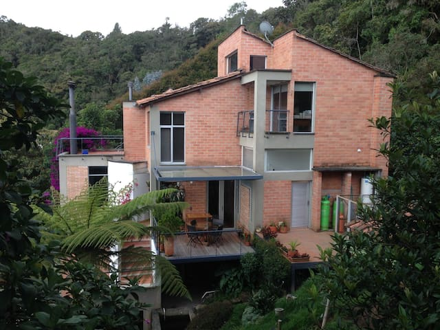 Habitación privada en acogedora casa campestre.