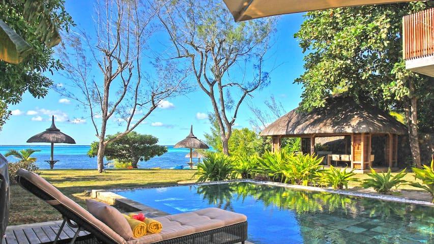 Superbe villa pied dans l'eau avec piscine - Roches Noires - Villa