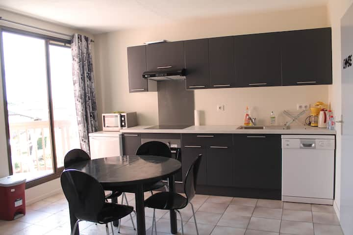 To rent T3 well located (lake, beach)with freeWIFI