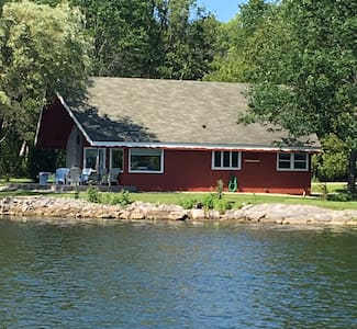 Chalet On The Shore - Sturgeon Bay - Дом