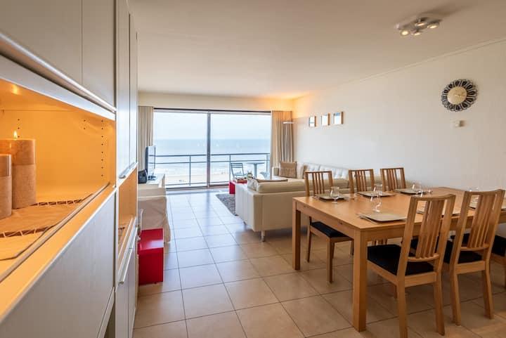 Ruim appartement (110 m²) aan zeedijk, met parking