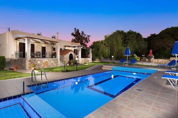 Aphrodite -Modern countryside villa