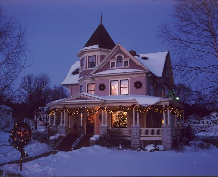 Room 2: Old Garden Roses (Main House) - White Lace Inn