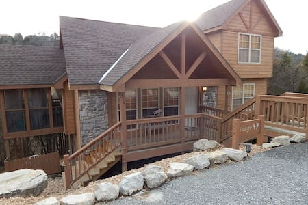 Rustic Cabin Retreat with NEW BBQ in 2017 - Reeds Spring - 小木屋