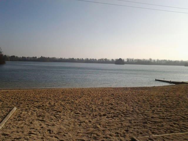 Beau chalet vue sur lac 2 chambres - misy sur yonne
