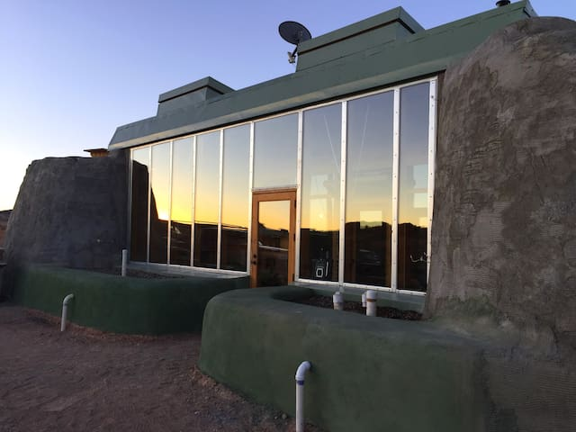 Taos Earthship: Tiny House