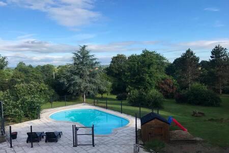 Annexe de la Doustrie (piscine, terrasse, spa...)