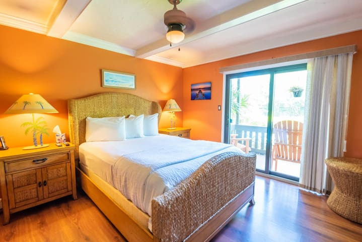 Cozy condo in Tiki complex with private beach access #102