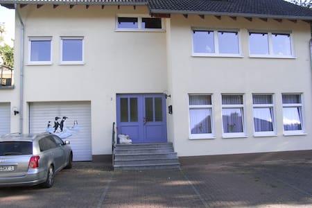 komfortable Dachgeschosswohnung - Apartment