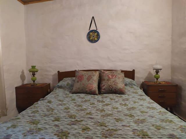 Dormitorio con aire acondicionado frío- calor