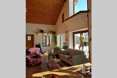Une chambre avec vue sur les montagnes - Lac-Beauport - บ้าน