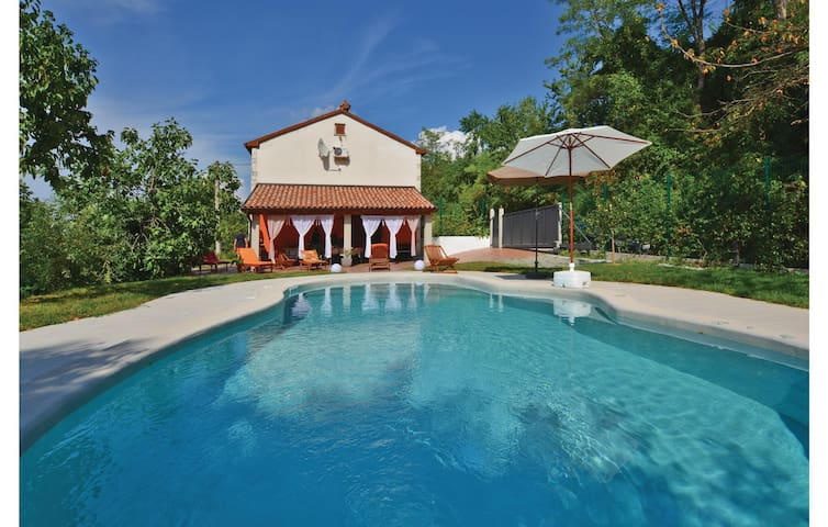 Holiday cottage with 3 bedrooms on 80 m² in Babici