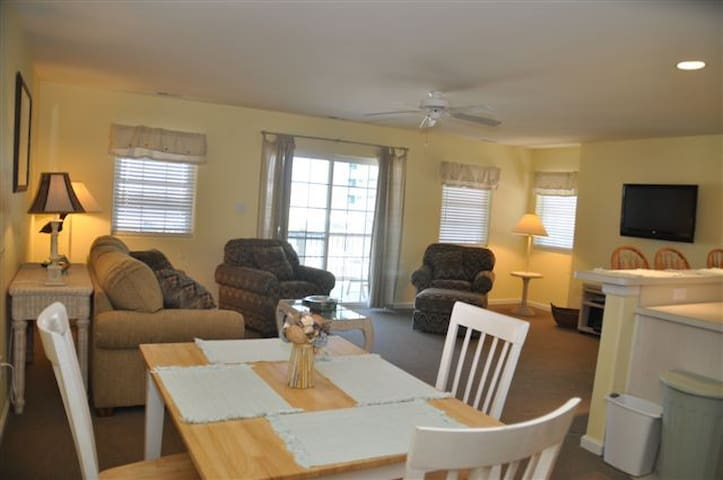 3 BR, w/pool, Ocean Ave. Condo, 1 Block from Crest