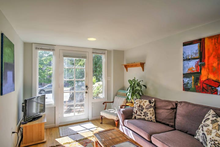 Cozy Seattle Apt. w/Patio - 11 Mins From Downtown!