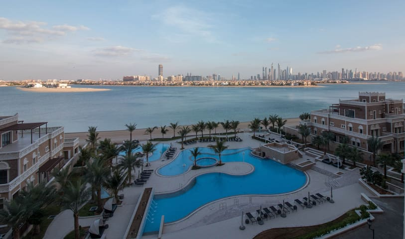 Resort Living on Palm Jumeirah!!