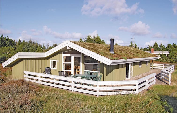 Holiday cottage with 3 bedrooms on 86m² in Rømø