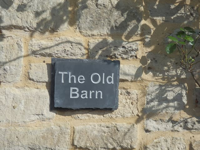 The Old Barn, sleeps 2, in centre of town