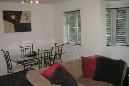 Lovely 2 bed apartment in Adel, Leeds - Leeds