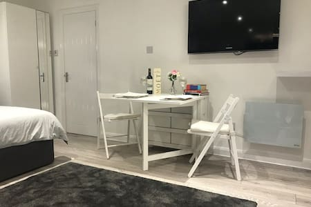 🇬🇧Travellers Studio Luxury Stay  - Stansted Airport