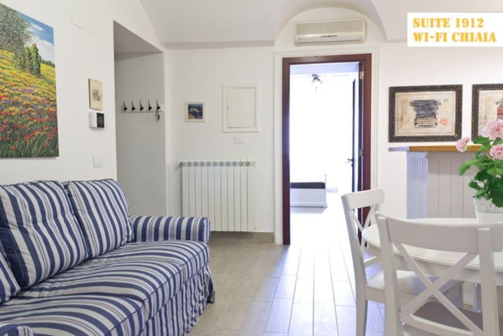 The three apartments chiaia wi fi appartamenti in for Appartamenti in affitto arredati napoli