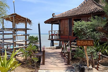 Ocean-front Cemara Cottage at Omah Alchy