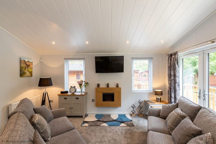 Kingfisher Lodge, White Cross Bay Holiday Park