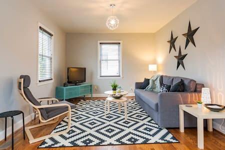 Clean, Stocked & Perfect Location - Nashville