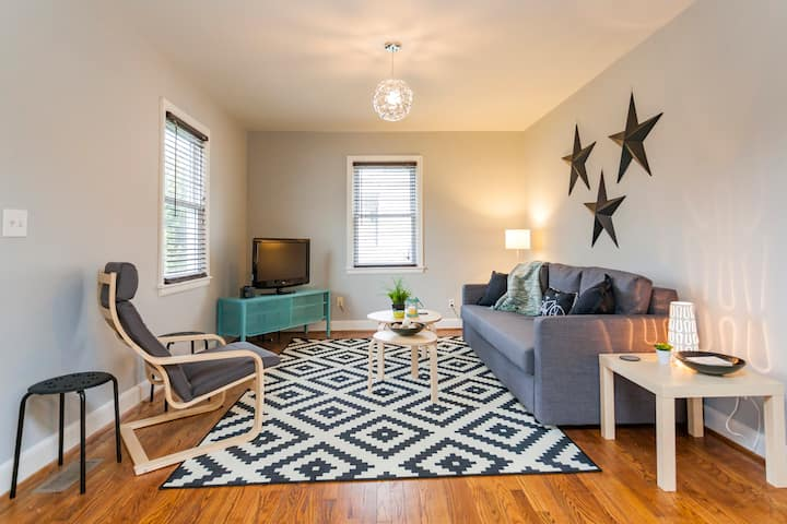 The Hamilton: Cute, Clean &  Perfect Location