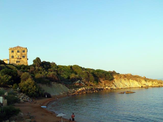 Little, indipendent Bungalow: bio garden & sea - Crotone - Bungalov