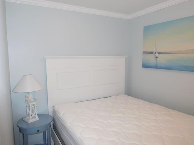 First bedroom, queen bed.