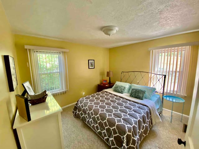 First floor bedroom. 1 Queen bed.