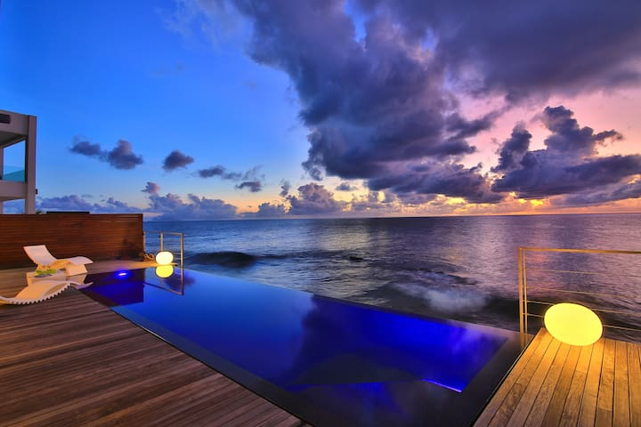 Oceanfront house with infinity pool-Close to Maho - Simpson Bay