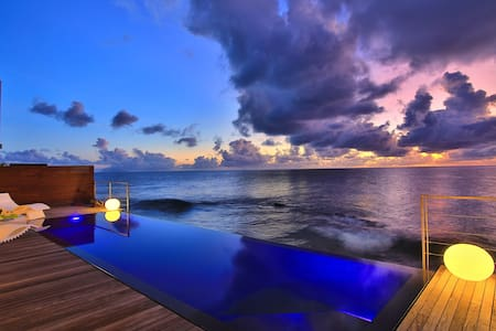 Oceanfront house with infinity pool-Close to Maho - Simpson Bay - Hus