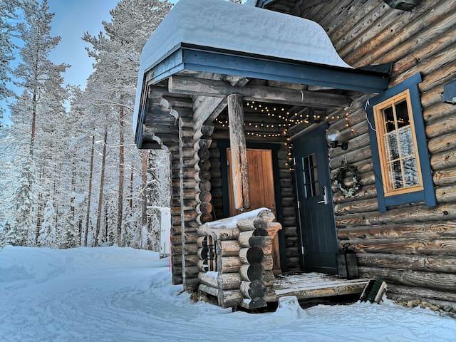 Cozy log dublex cabin in Ylläs,perfect location.