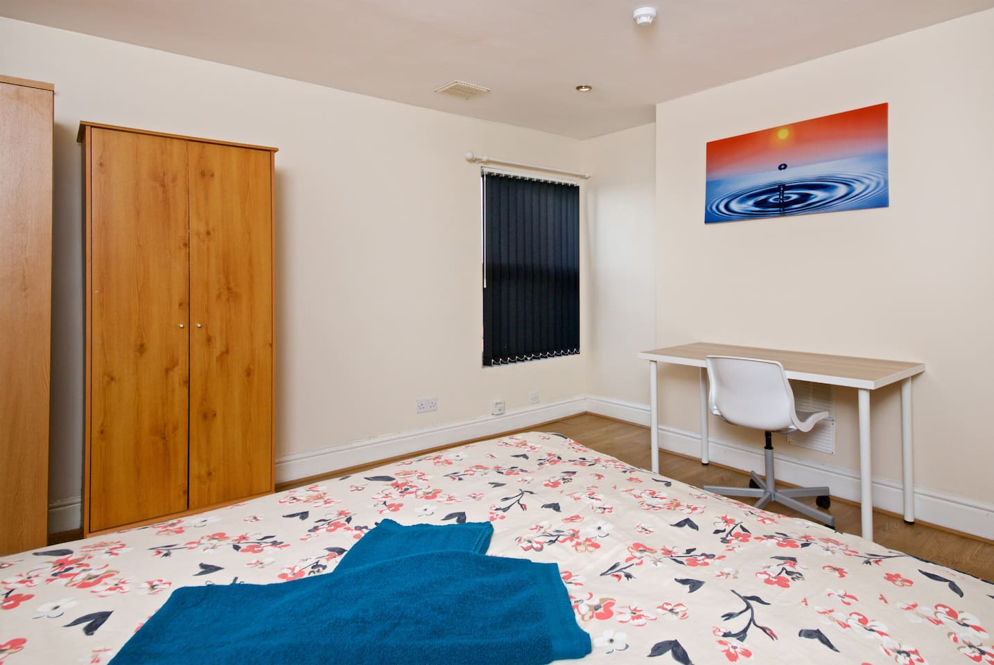 Private bedroom with shared bathroom, living room and kitchen. Double bed ideal for a couple or single person.  Room number B2 with Chester drawer, night table, wardrobe, table and chair. + Free towels/Shampoo/Tea/coffee/sugar/salt/pepper/oil.