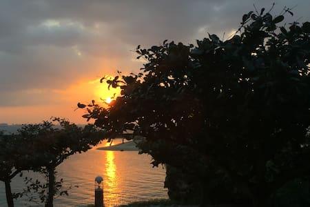夕陽がとても美しい部屋をベースに、まるでPrivateGardenのようにBeachを散歩しよう。 - Chatan-chō - Byt