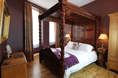 Laird's Lodge: LUXURY flat with superb castle view - Edinburgh - Apartment