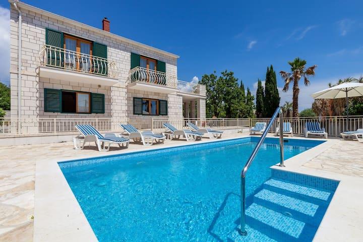 Child-friendly villa with private swimming pool and sea view in Sumartin, Brac island