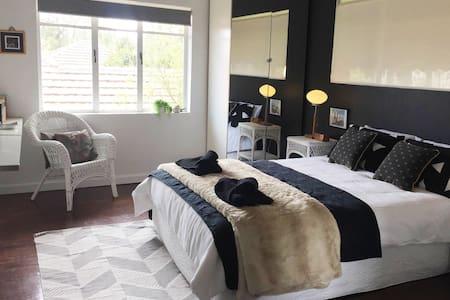 Sunny 2 bedroom Apartment - Saint Kilda East