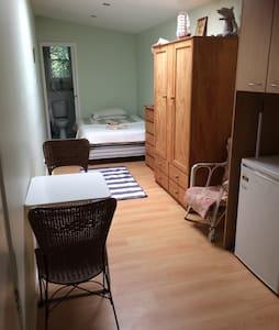 Self Contained Granny flat/Studio - Croydon Park
