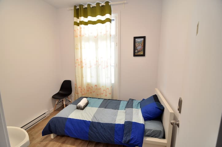 BEST LOCATION DOWNTOWN! Clean and Cozy room1 out 7