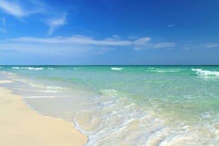 Heart of Sunny Isles! Walk  2 the beach! Enjoy!