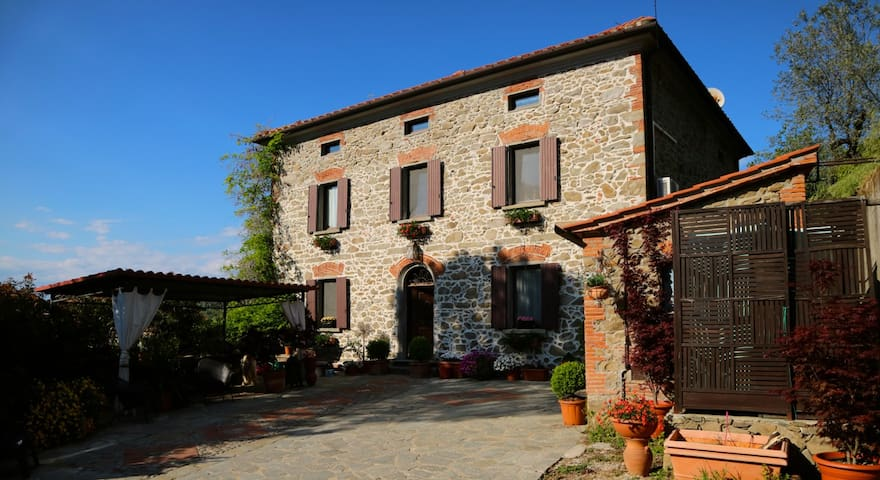 old stone house in tuscany