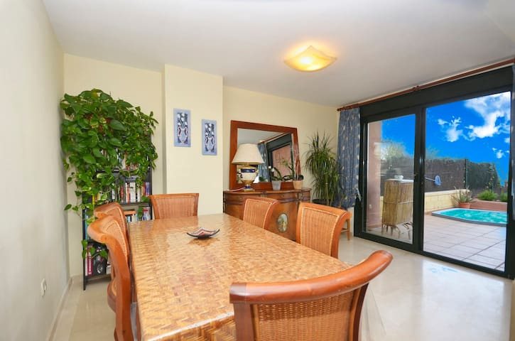 Private room Close to the Beach - Estepona - Dům
