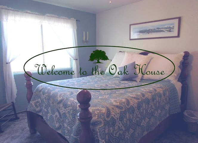 The Oak House- Rent Complete Duplex - Redding - Apartment